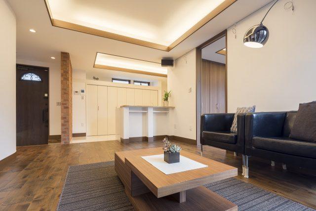 玄関を入ってすぐにLDK、という間取りですが、室内に一歩入れば心地よい空間が広がります。性能住宅だからこそ可能な間取りです。