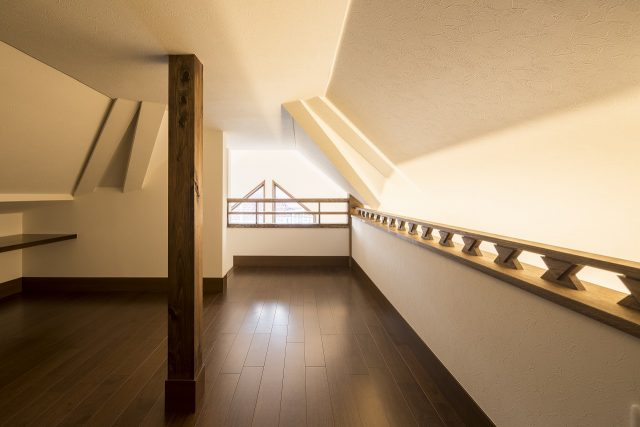 小屋裏スペースを活用。屋根にもしっかりと断熱、遮熱を施しているので、夏場でもほかの居室と同じように使えます。