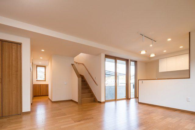 LDKとは、階段も玄関もダイレクトにつながっています。ただいま~と帰ってきたら、必ず顔を合わせるコミュニケーションが自然と生まれる間取りに。