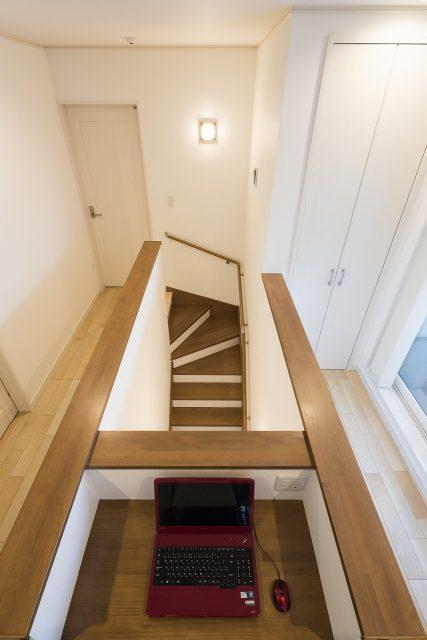 階段の上はご主人さまのプライベートスペース。仕事もはかどりそうです。