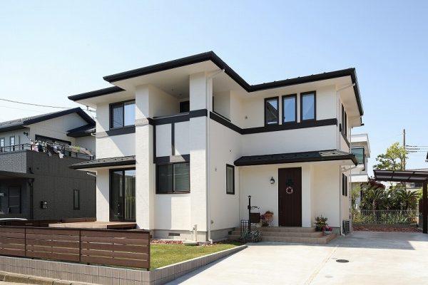 横浜市白い塗り壁のデザイン住宅