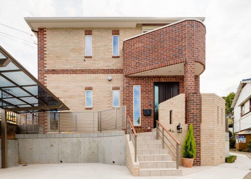 たっぷりの収納で暮らしやすい、赤レンガ積みの家