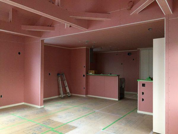 ピンク壁の色