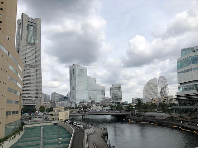 横浜市役所へ